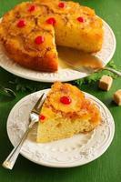 ondersteboven ananas cake met karamel. foto