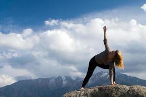 yoga op de top foto