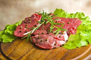 rij biefstuk met groene peper foto