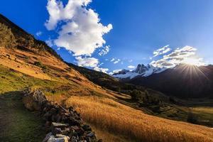 berglandschap in de andes, peru foto