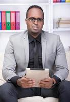 zwarte man foto