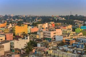 de skyline van de stad van bangalore foto