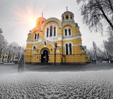 Vladimirskiy in de wintertempel foto