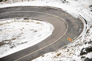 bergweg in de winter
