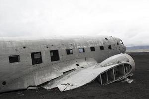 neergestort vliegtuig, douglas dc3, ijsland foto