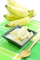 kluay buat chi of gezoete banaan gekookt in kokosmelk foto