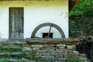 detail van een typische Oekraïense antieke watermolen foto