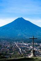 cerro de la cruz en agua vulkaan antigua guatemala foto
