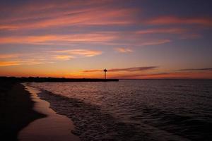 meer superieure zonsondergang in het noorden van Wisconsin foto