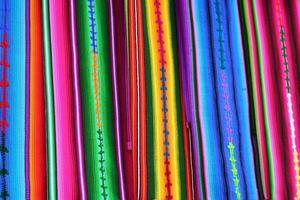 kleurrijke guatemala Maya textiel in antigua markt foto