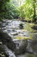 watervallen van siete altares op het bos bij livingston foto