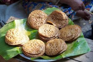 eten op de dorpsmarkt in Myanmar foto