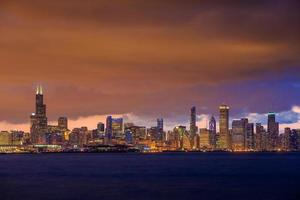 Chicago skyline in de schemering