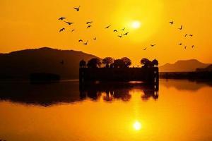 het waterpaleis bij zonsopgang Rajasthan Jaipur, India foto