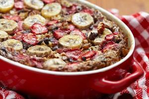 Havermout met aardbeien en bananen foto