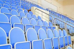 blauwe stadionstoelen foto