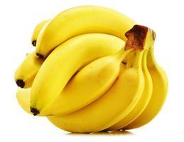 bananen die op wit worden geïsoleerd