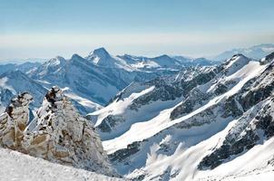 schilderachtige behang van hoge berg in Oostenrijkse Alpen tijdens erwt foto