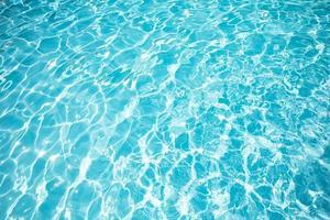 prachtig blauw wateroppervlak foto