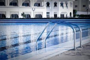zwembad bij het 5-sterren hotel foto