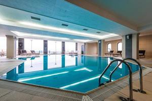 luxe overdekt zwembad foto