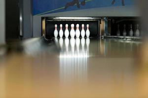 bowling shoot met tien pinnen foto