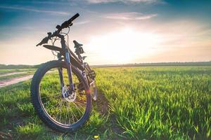 mountainbiken naar beneden foto