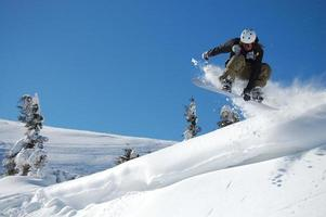 snowboarden sprong foto