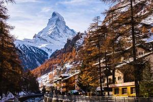 geweldige matterhorn met zermatt stad, zwitserland foto