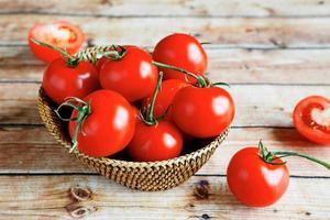 tomaten in de mand foto