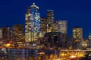 Seattle stadsgezicht in de avond foto