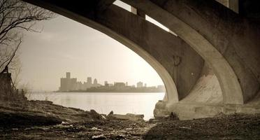 detroit michigan skyline belle isle bridge view foto