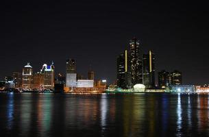 nachtelijke skyline van de stad foto