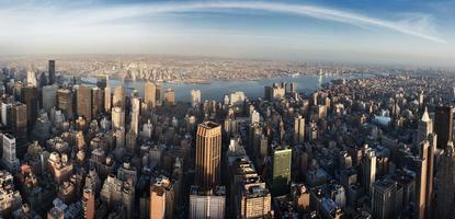 de skyline van de stad van new york foto