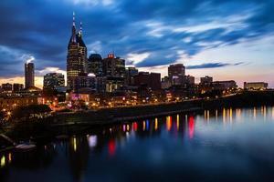 Nashville, Tennessee skyline bij zonsondergang. foto