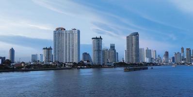 chao phraya uitzicht op de rivier foto