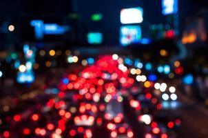 kleurrijke bokeh van verkeersopstopping in bangkok foto