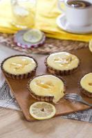 taartjes met lemon curd foto