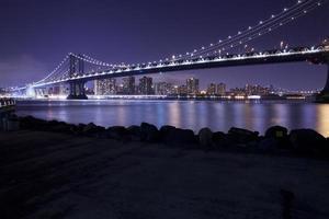manhattan bridge in de stad van new york foto