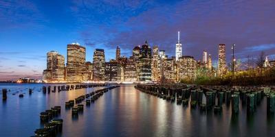 New York City Downtown in schemering foto