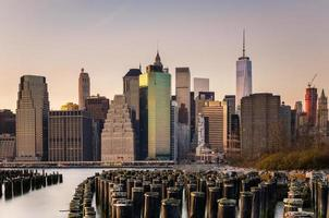 Manhattan skyline bij zonsondergang foto
