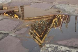 reflecties van tempel foto