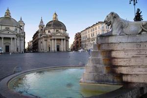 leeuw fontein in piazza del popolo foto