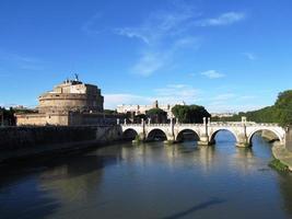 "castel sant'angelo, rome, italië, ""mausoleum van adriano"", rivier de tiber foto"