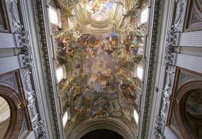 fresco's van andrea pozzo in sant ignazio kerk, rome, italië foto