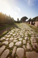 Romeinse weg op de archeologische site van Ostia Antica foto