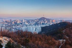 zonsondergang van seoul city, zuid-korea foto