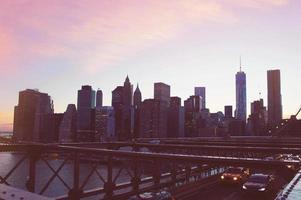 manhattan panorama op de zomerzonsondergang in de stad van New York foto