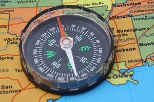 kompas op kaart van de vs foto