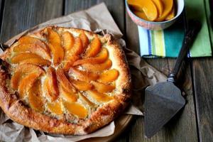 koekje met perziken in blik